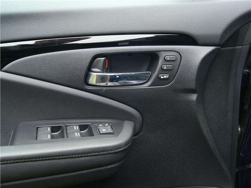 Honda Pilot 2019 передняя дверь