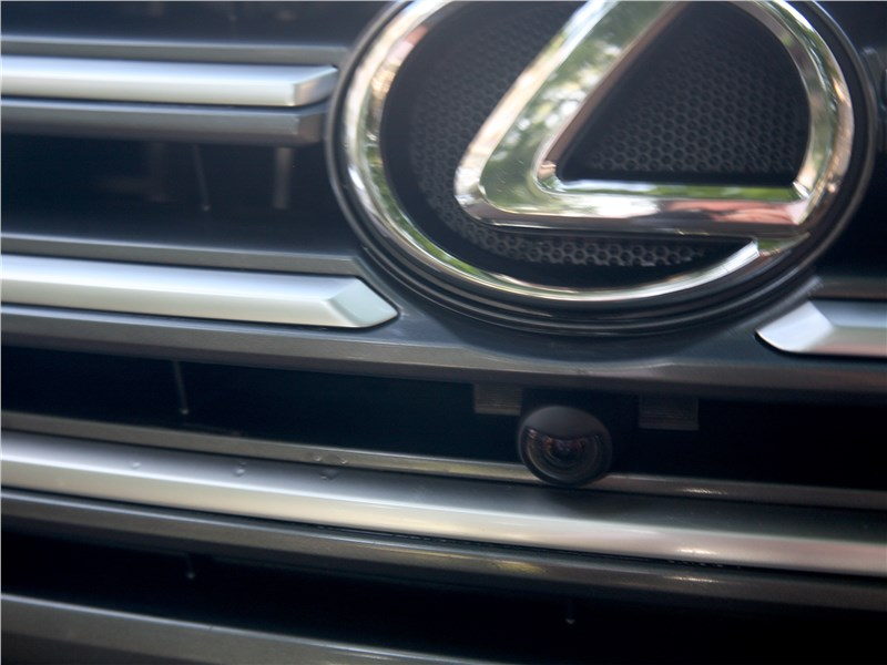 Lexus GX 460 2014 решетка радиатора