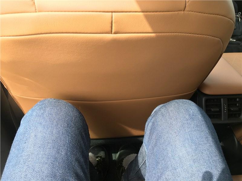 Lexus UX 250H (2019) второй ряд