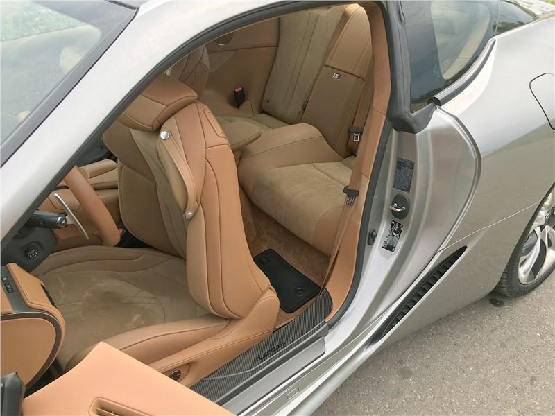 Lexus LC 500 (2021) переднее кресло