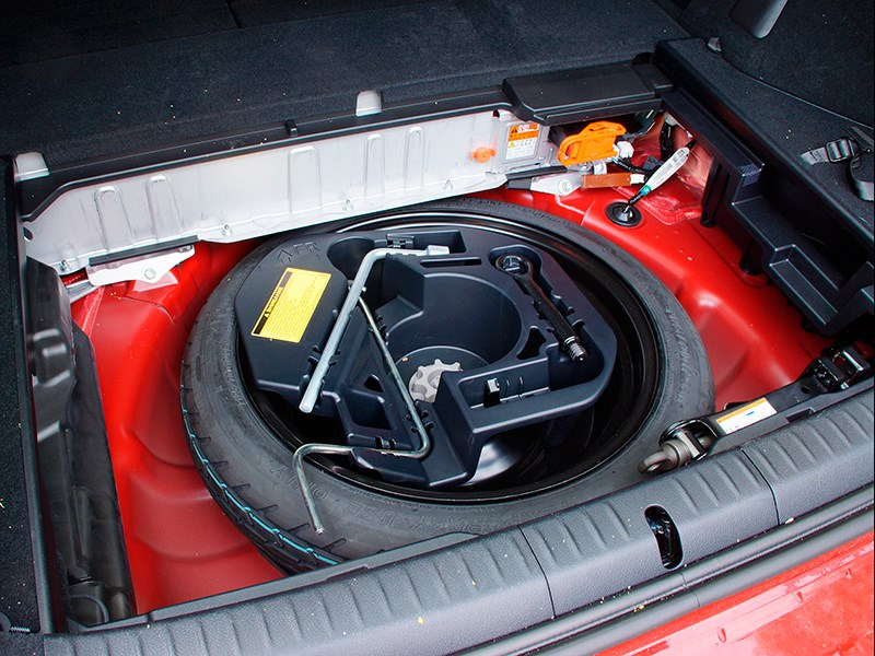 Lexus CT 200h 2014 запаска-«докатка»