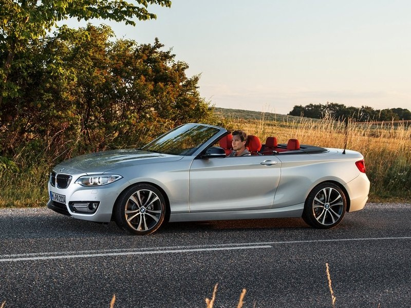 BMW 2 Series Convertible 2014 вид сбоку