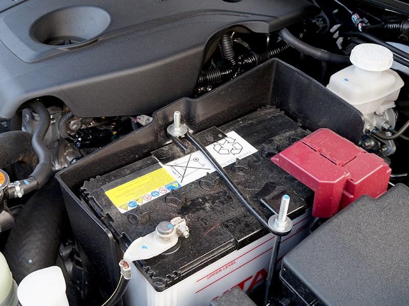 Mitsubishi L200 2015 аккумулятор
