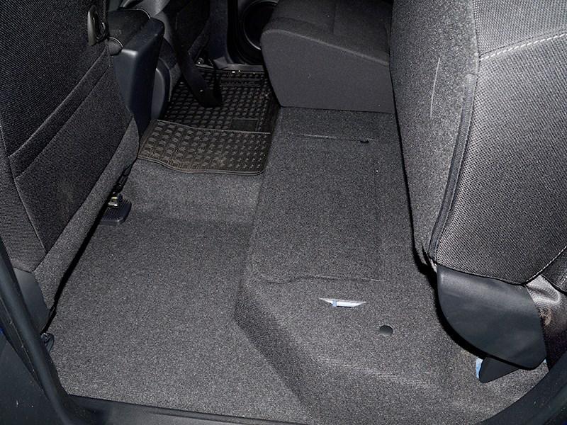 Toyota HiLux 2016 спинка заднего дивана