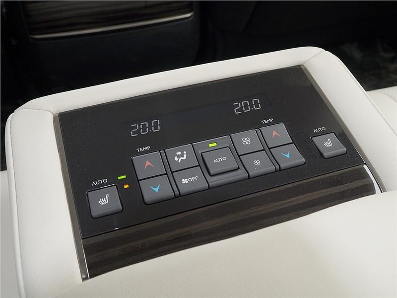 Lexus LX 2016 пульт управления климатом в задней части салона