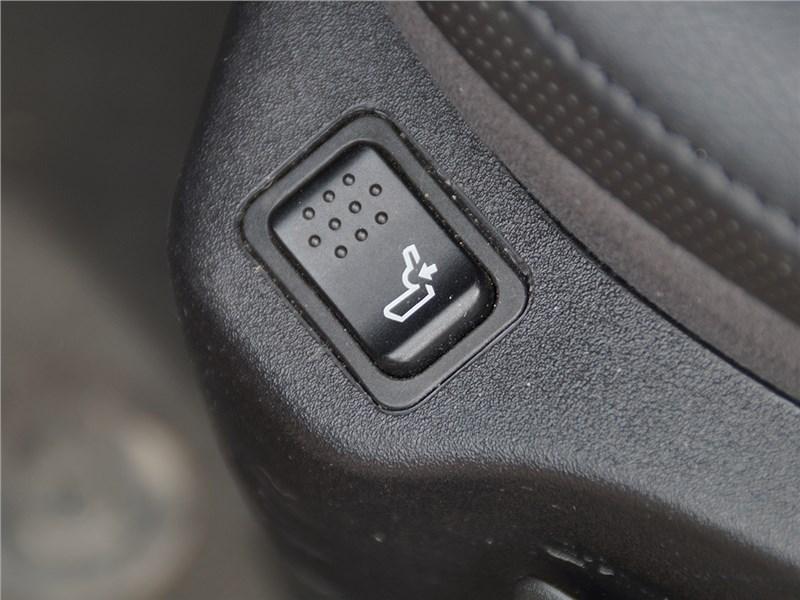Jeep Renegade 2014 электрорегулировка поясничного подпора