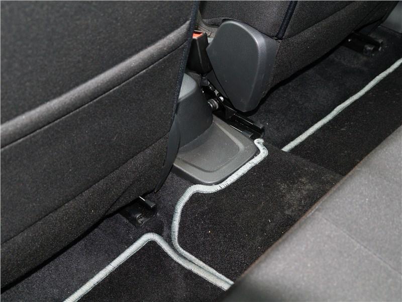 Lada Vesta 2015 трансмиссионный туннель