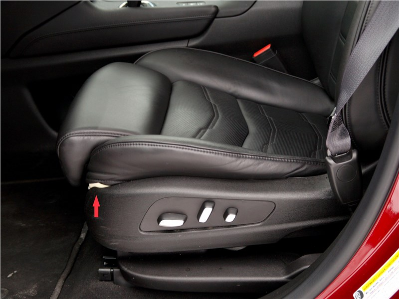 Cadillac XT5 2017 передние кресла