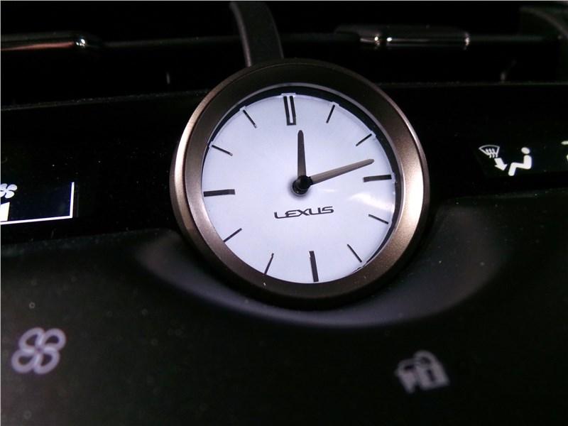 Lexus NX 2018 часы