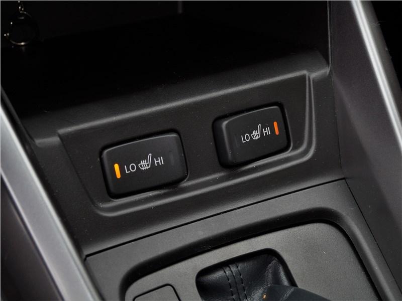 Suzuki Vitara 2019 подогрев передних сидений