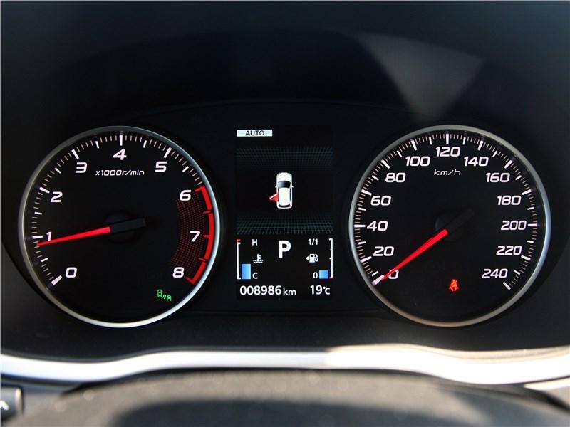 Mitsubishi Eclipse Cross 2018 приборная панель