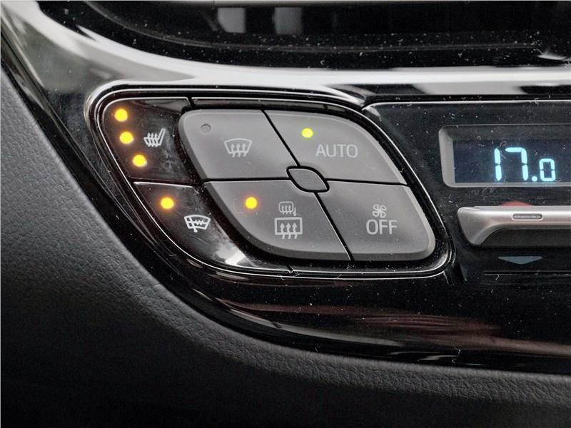 Toyota C-HR 2020 управление климатом
