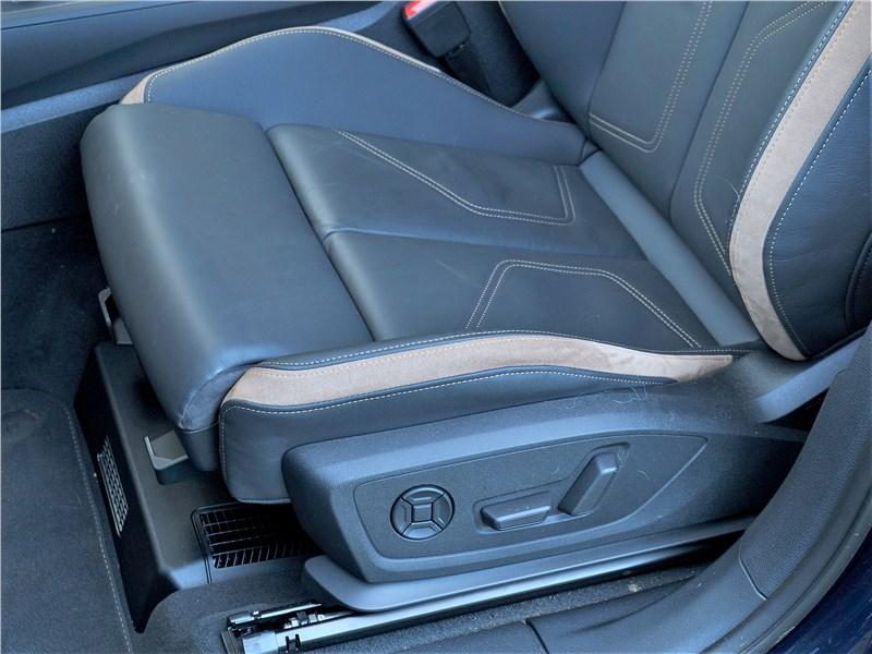 Audi Q3 2019 передние кресла