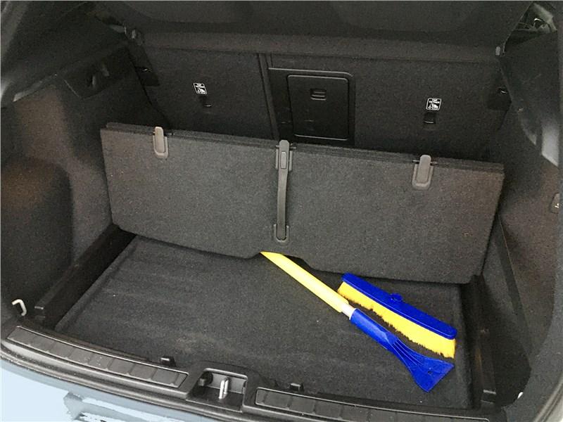 Volvo XC40 (2018) багажное отделение