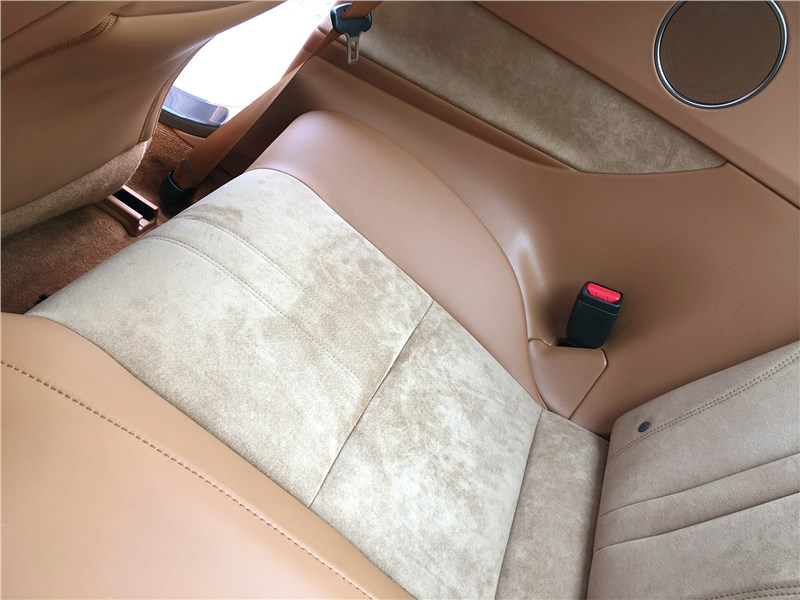 Lexus LC 500 (2021) задний диван