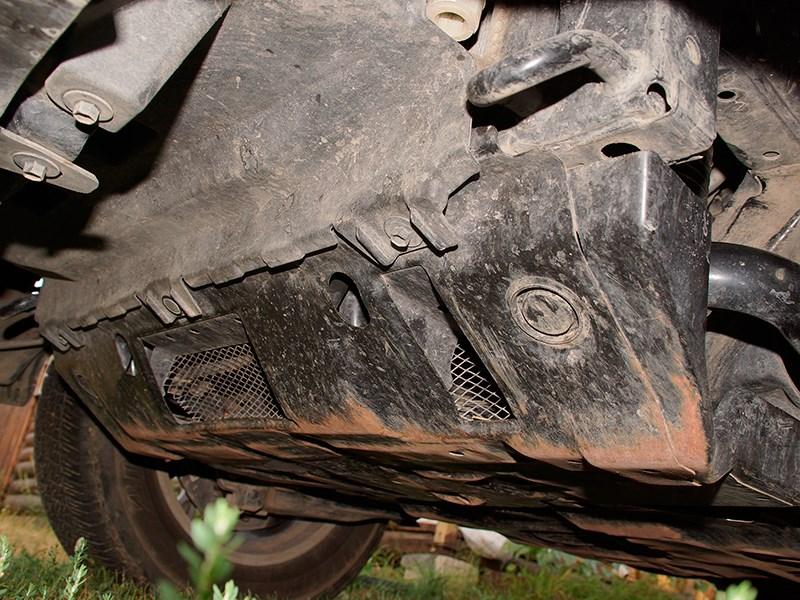 Lexus GX 460 2014 защита моторного отсека