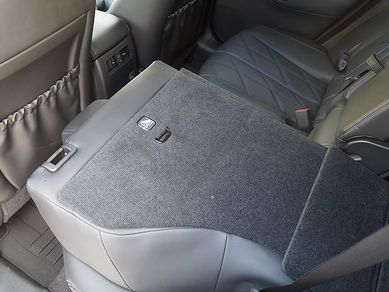 Infiniti QX70 2015 спинки заднего дивана