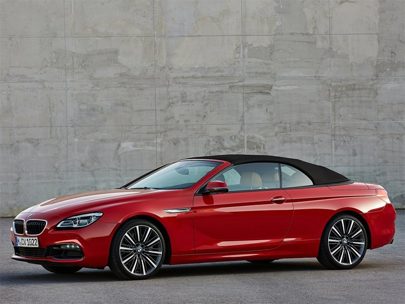 BMW 6-Series Convertible 2015 вид спереди сбоку