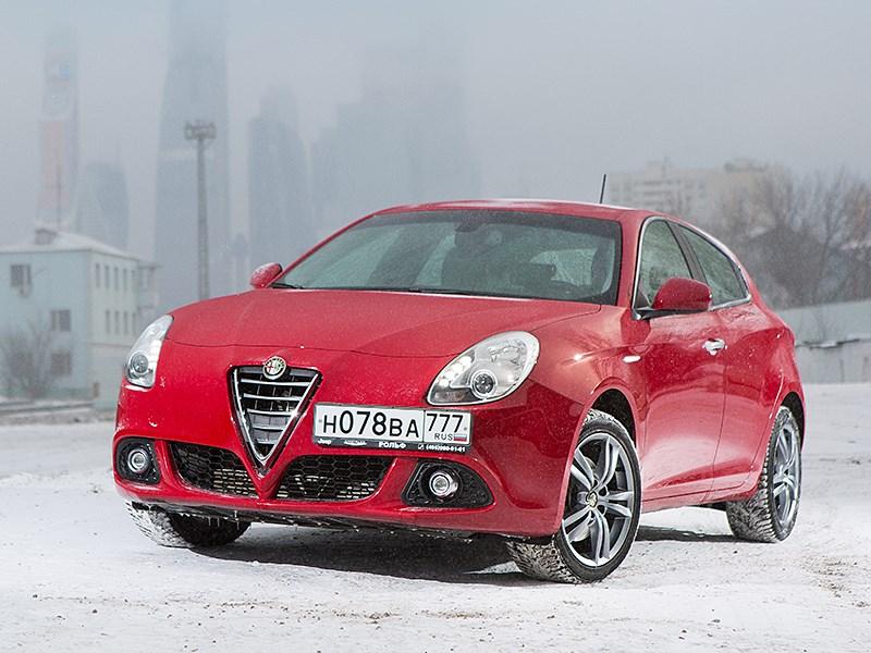 Alfa Romeo Giulietta 2014 вид спереди