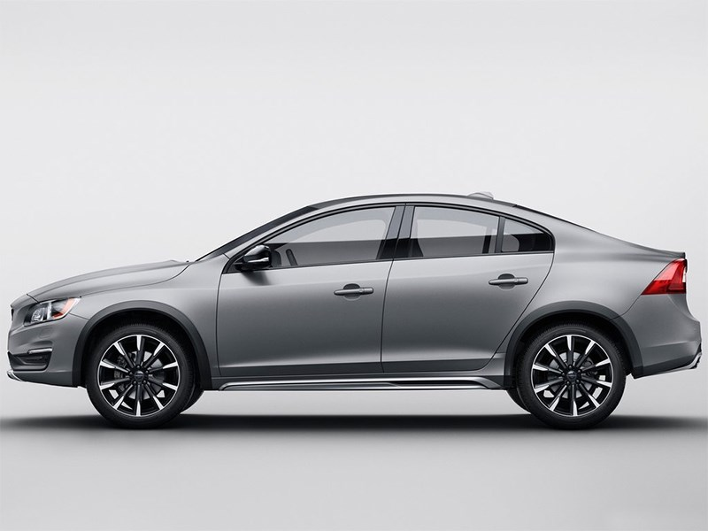 Volvo S60 Cross Country 2016 вид сбоку