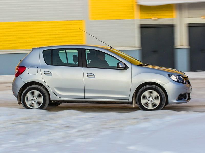 Renault Sandero 2013 вид сбоку