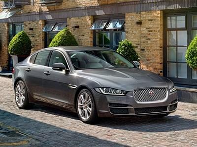 Началось серийное производство седана Jaguar XE