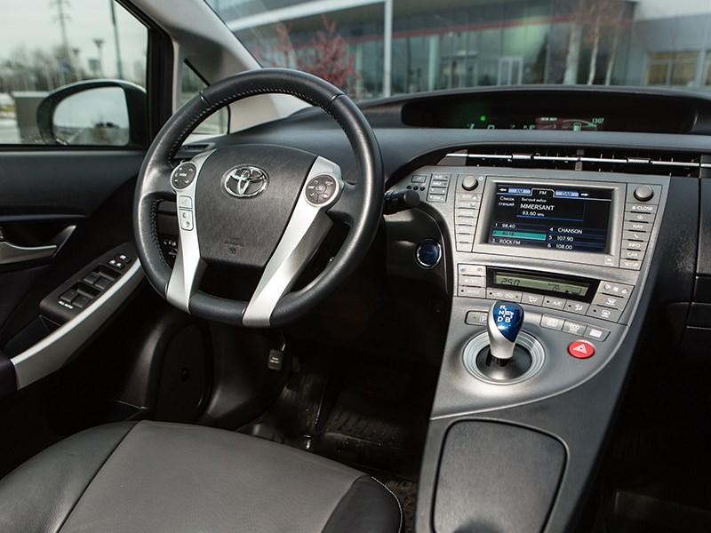 Toyota Prius 2015 водительское место