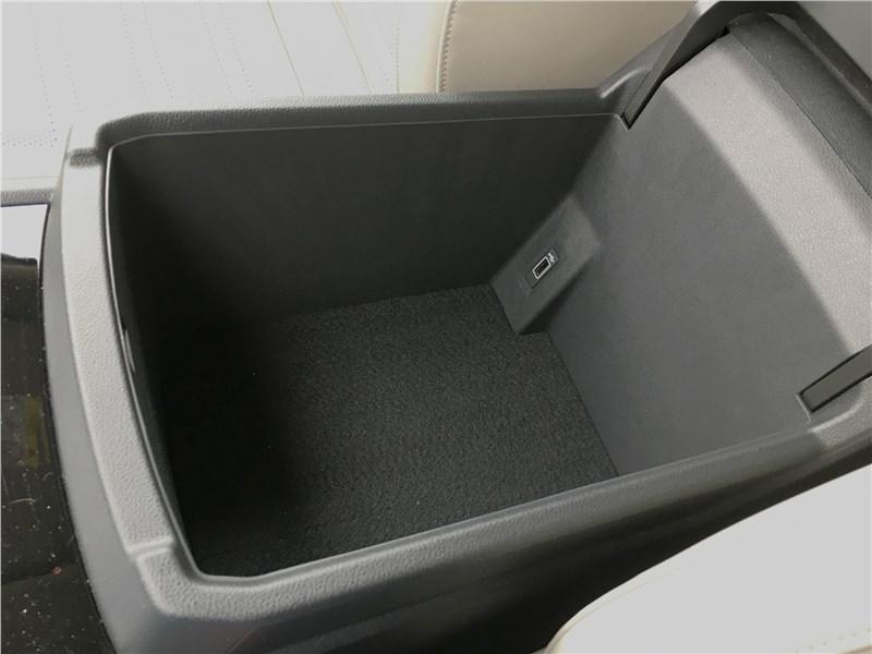 Volkswagen Teramont 2018 бокс в центральном подлокотнике