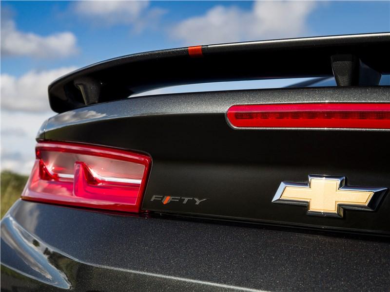 Chevrolet Camaro 2016 вид сзади