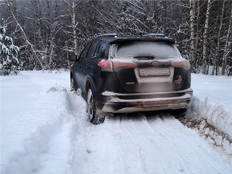 Toyota RAV4 2016 вид сзади
