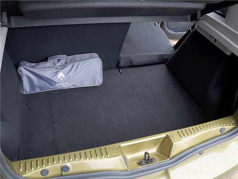 Renault Sandero Stepway 2015 багажное отделение