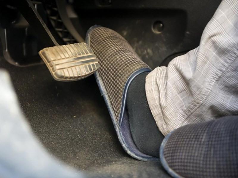 563761fcc8da Большинство водителей неправильно выбирают летнюю обувь для вождения