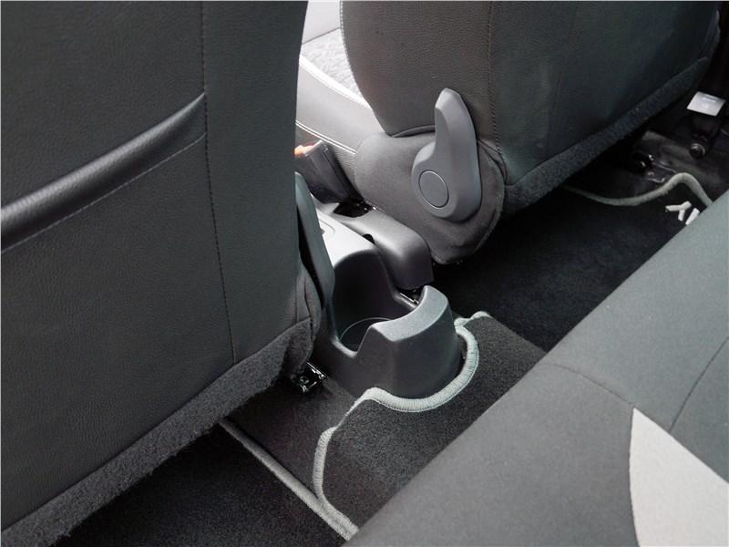 Lada XRay 2015 убление под стакан или бутылку