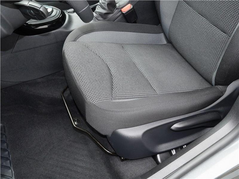 Peugeot 408 2017 передние кресла