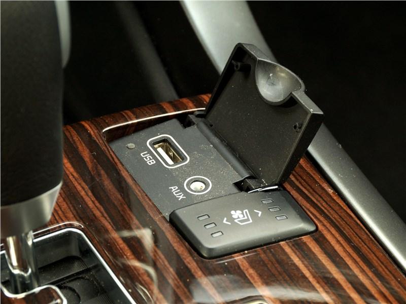 KIA Mohave 2018 разъемы USB и AUX