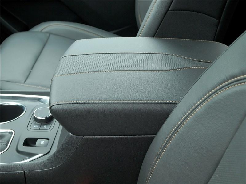 Chevrolet Traverse 2018 передние кресла