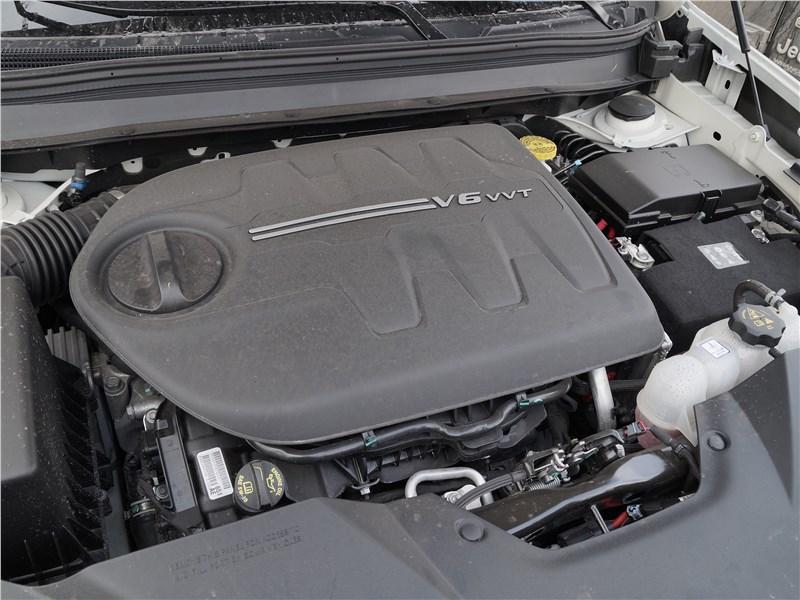 Jeep Cherokee 2019 моторный отсек