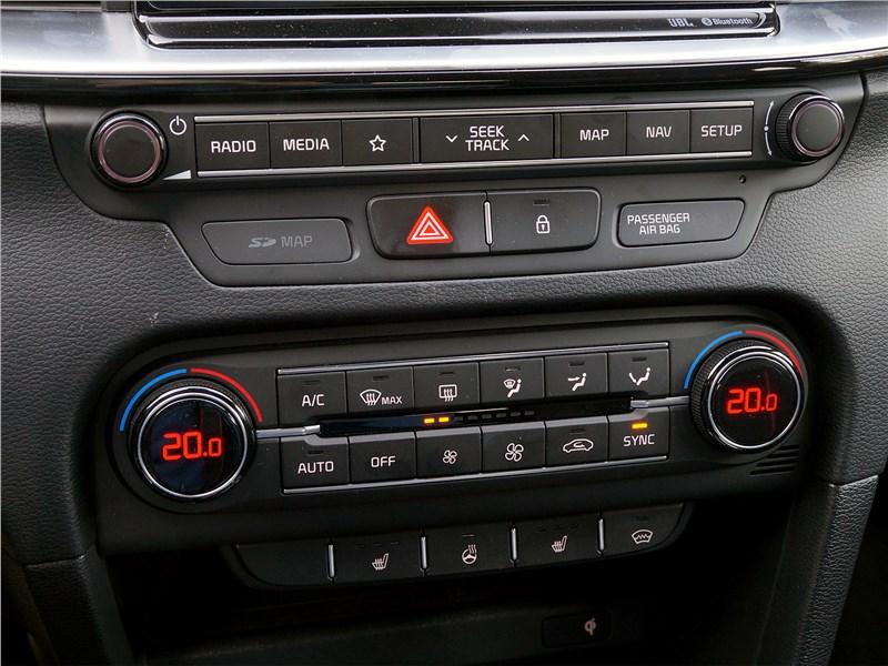 Kia ProCeed GT 2019 центральная консоль