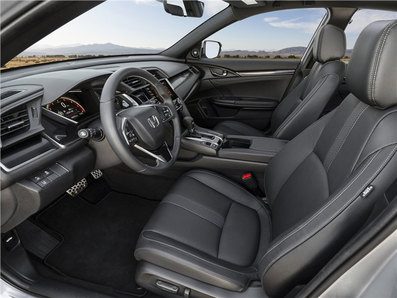 Honda Civic Hatchback 2020 передние кресла