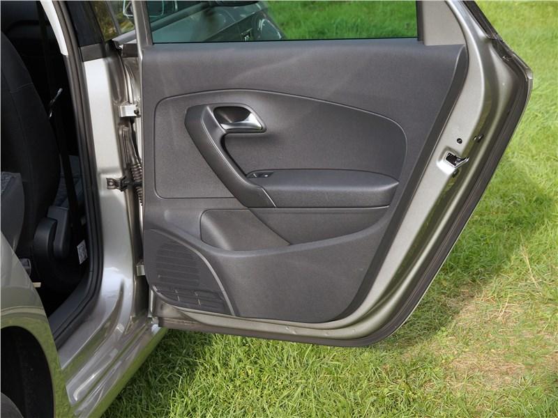 Volkswagen Polo Sedan 2016 дверь