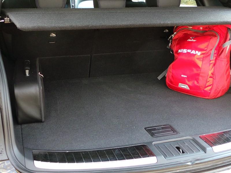 Infiniti QX70 2015 багажное отделение