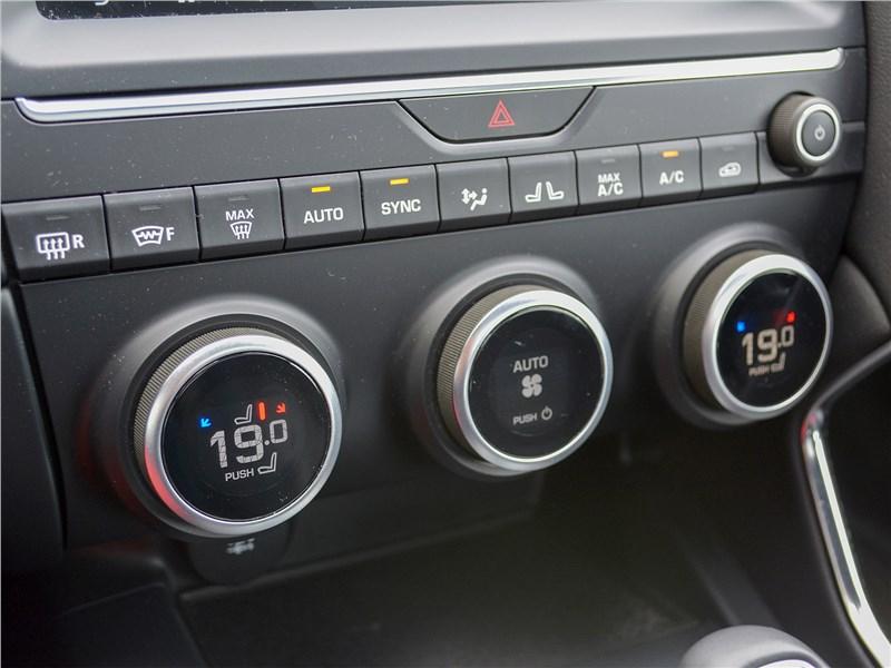 Jaguar E-Pace (2018) управление климатом