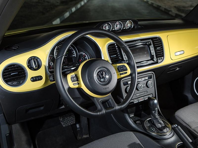 Volkswagen Beetle 2015 водительское место