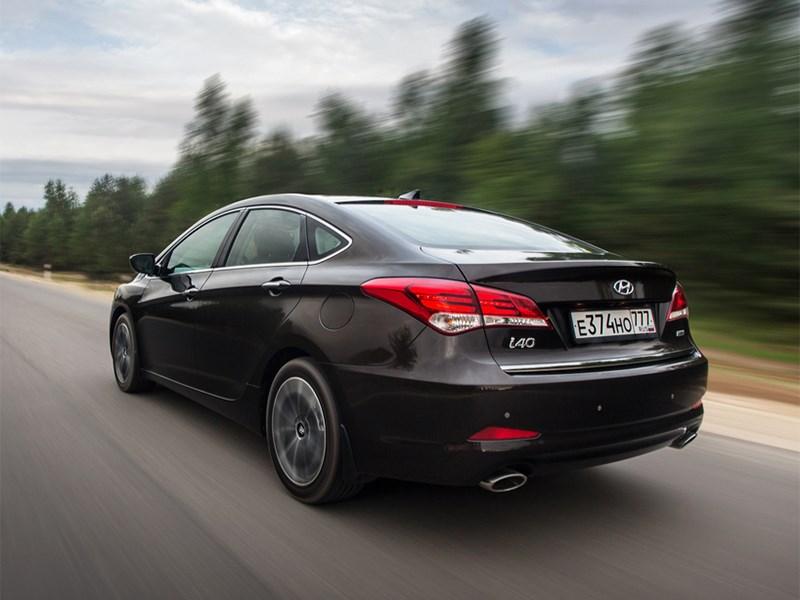 Hyundai i40 2015 вид сзади