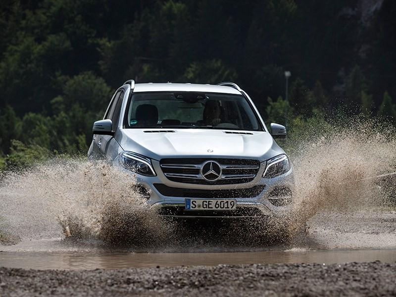 Mercedes-Benz GLE 2016 вид спереди