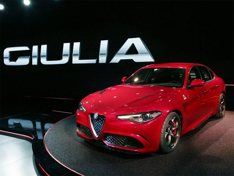 Alfa Romeo Giulia 2016 вид спереди