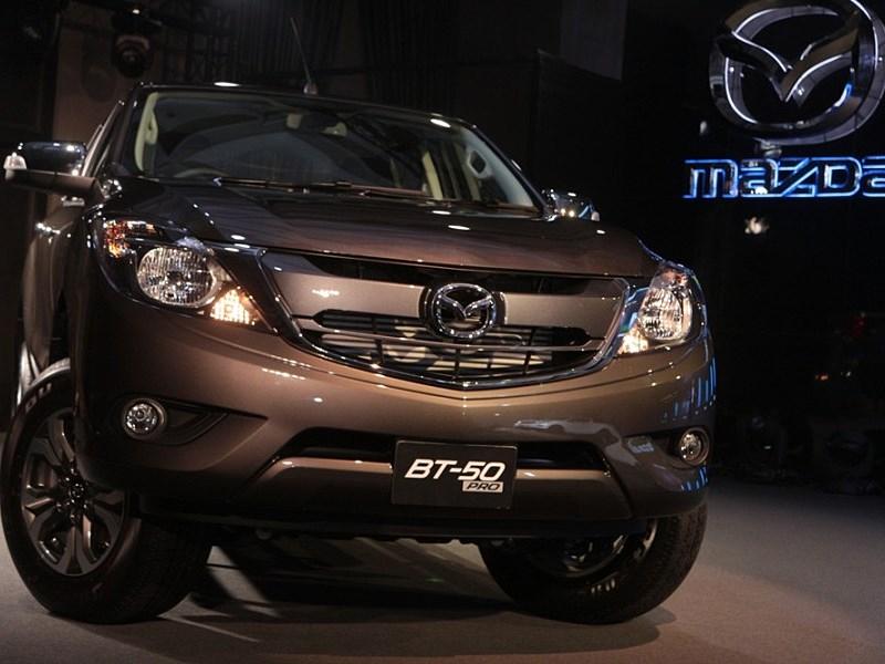 Mazda BT-50 2015 вид спереди 2