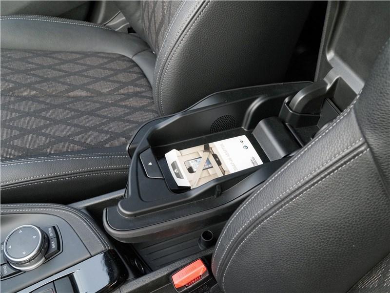 BMW X1 2016 подлокотник