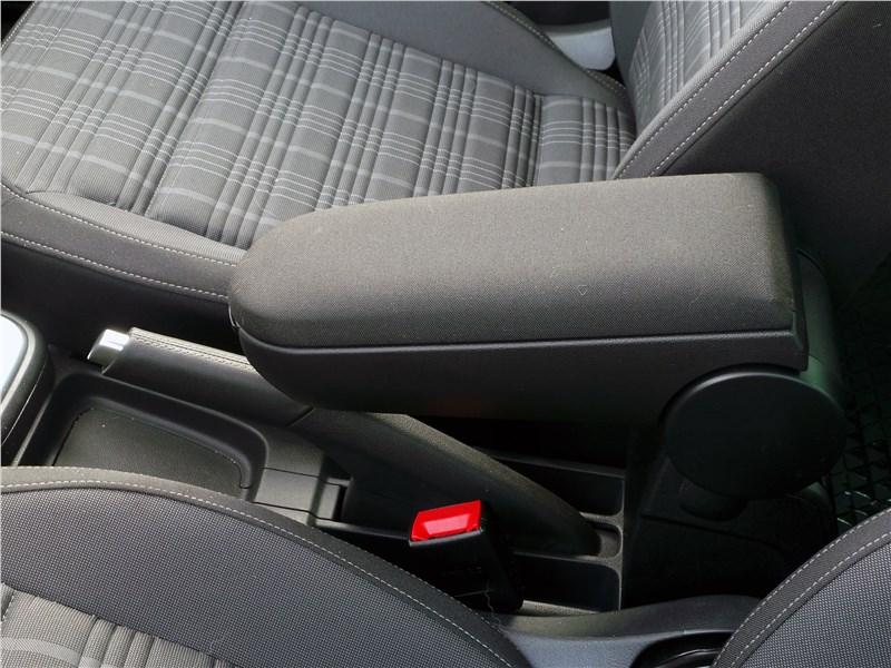 Volkswagen Polo GT 2016 подлокотник