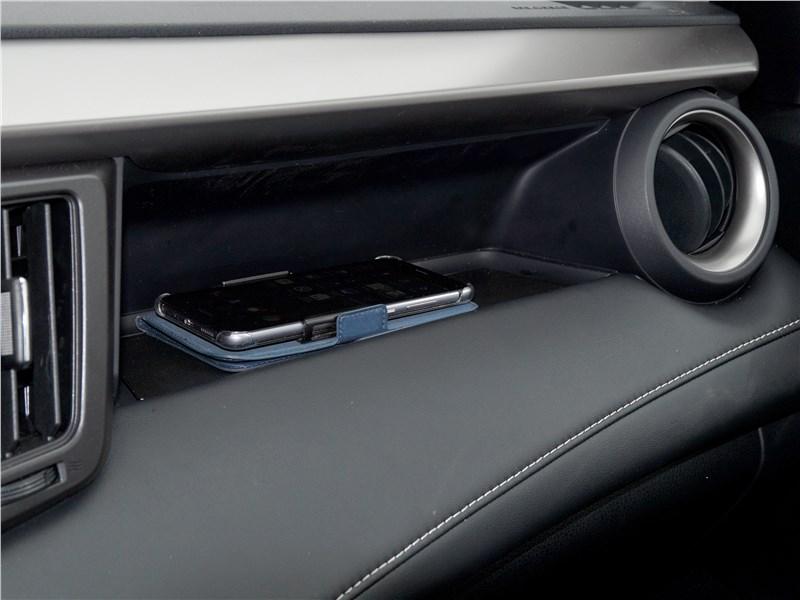Toyota RAV4 2016 полка